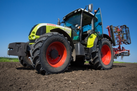 SERBIA - 22 APR  TRACTOR CLASS ARION 600, details of the field, The powerful 6-cylinder engines and QUADRISHIFT transmission of the ARION 600 C