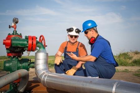 trabajador petroleros: Los trabajadores petroleros Foto de archivo