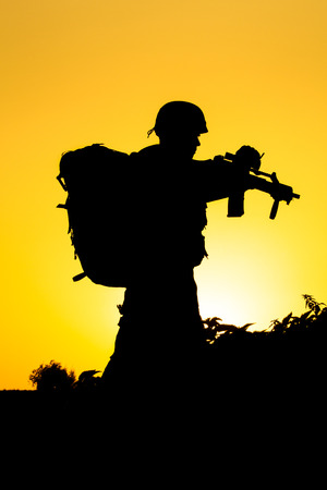 soldat silhouette: Soldier silhouette Banque d'images