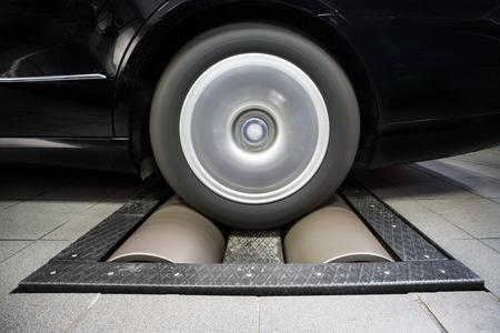 dynamo: Wheel rolling on dynamo meter