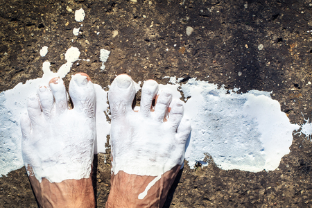 smudgy: legs painted with white color