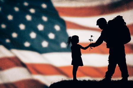Amerikaanse soldaat silhouet op de Amerikaanse vlag