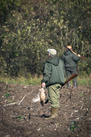 holding gun to head: Hunter hunting wild animals in the hunt Stock Photo