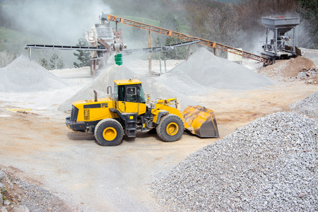Quarry aggregate with heavy duty machinery Stock fotó