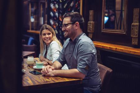 Beautiful happy friends enjoying their afternoon coffee 版權商用圖片