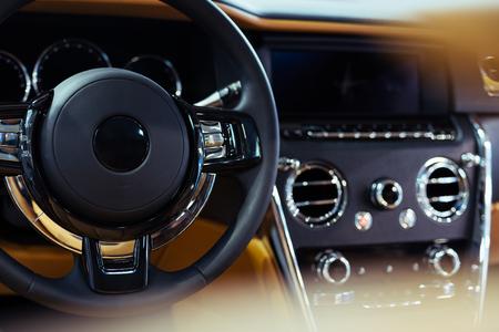Détails intérieurs de voiture de luxe