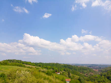 Drone top down aerial view of green forest on a hill. 版權商用圖片