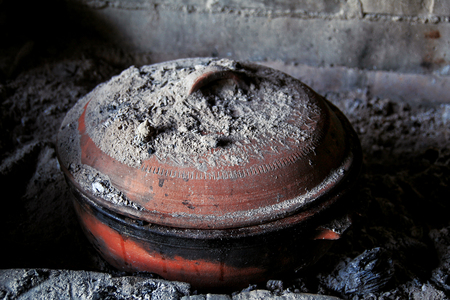 Clay pot for baking in the oven
