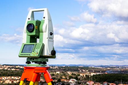 Fall time land surveying, total station set in the field Reklamní fotografie - 79374436