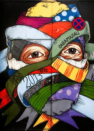 Belgrado, Servië - 29 September 2016: Graffiti op de muren in Salaam in Belgrado. Project transformeert oude en vervallen deuren in Salaam tot een creatief gebied voor graffitikunstenaars