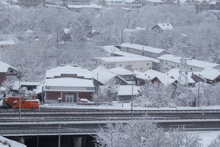 Beautiful winter view of houses and buildings with roofs covered with heavy snow. 스톡 콘텐츠