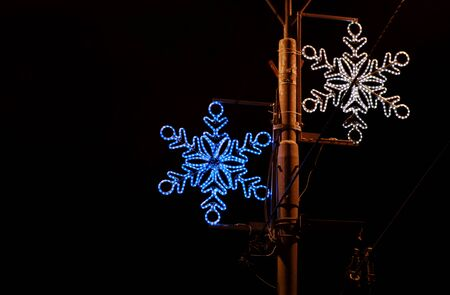 Christmas blue and white lights simulating shape of frozen snowflakes. Reklamní fotografie - 135465949