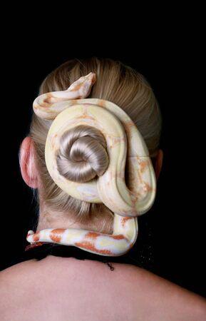 Snake on female head. Reklamní fotografie - 135466202