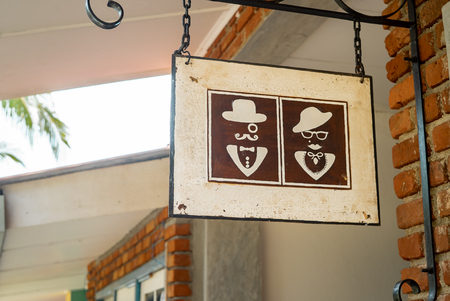toilet sign vintage europe man and woman in hats Imagens