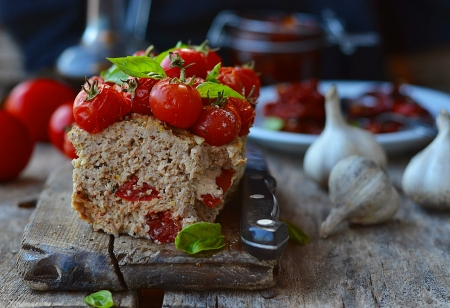 meat loaf with cherry tomato Stock Photo - 21513373