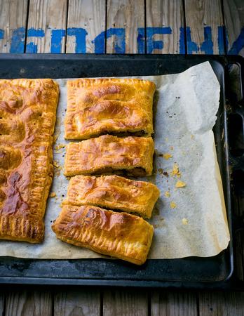 higado de pollo: empanadas de hojaldre con un h�gado de pollo. estilo vintage.