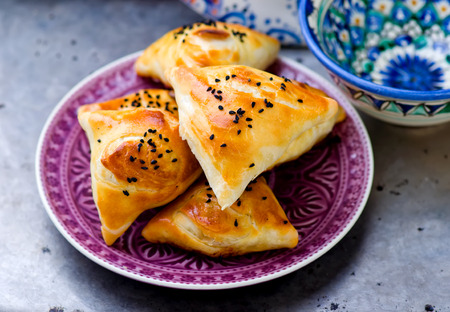 samosa: samosa on a plate. Traditional east pastries. selective focus Stock Photo