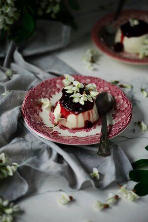 pannacotta aux fleurs d'acacia et sauce aux cerises..selective focus