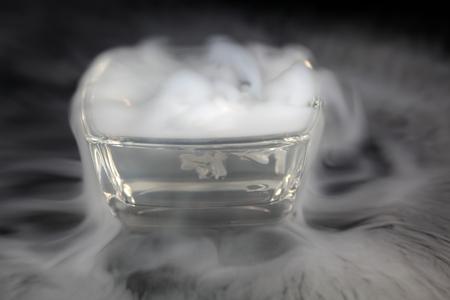 드라이 아이스와 그릇 스톡 콘텐츠