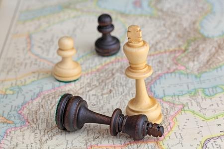 역사적인지도에 체스 피규어