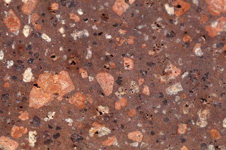 반암 유문암 바위 중앙 유럽, 작센 안할 트의 표면. 암석에는 장석석, 석영 및 각섬석 미네랄 조각이 세분화되어 있습니다.