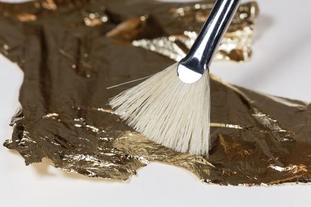 A brush with gold foil for gilding.
