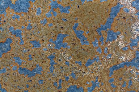 Macro photo of a black shale surface with iron oxide minerals. Stockfoto