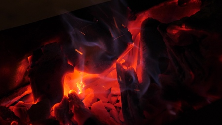 Coals of wood are glowing red with fire. Fires in forests. Close-up Archivio Fotografico