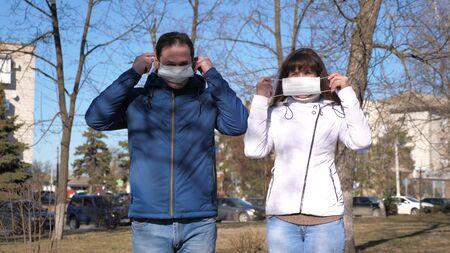 young girl and man wear a protective mask on street. tourists on street wear a protective mask from viruses. Pandemic Coronavirus. concept health and safety, N1H1 coronavirus, virus protection Standard-Bild