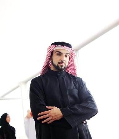 hombre arabe: Moderno empresario árabe Foto de archivo