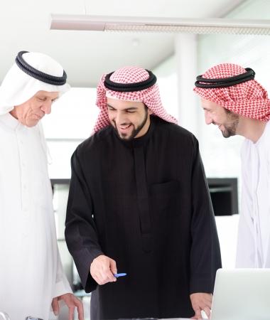 hombre arabe: Personas de negocios exitosas y felices Foto de archivo