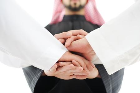 거래에 손을 흔들면서 성공적인 아랍어 사업 사람들 스톡 콘텐츠