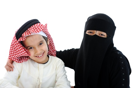 learning arabic: Muslim Arabic boy and girl with traditional clothes