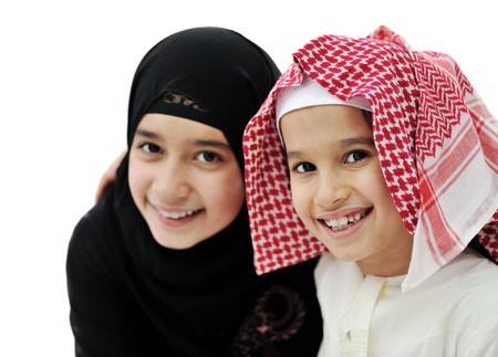 petite fille musulmane: Portrait d'un jeune garçon musulman arabe et fille Banque d'images