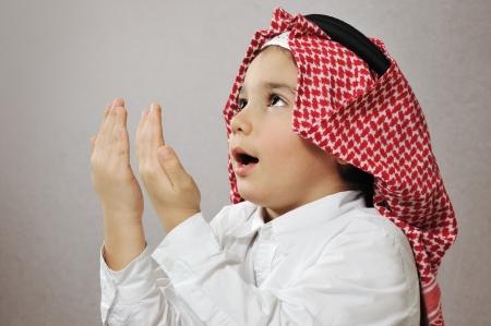 arab people: Praying Islamic Kid