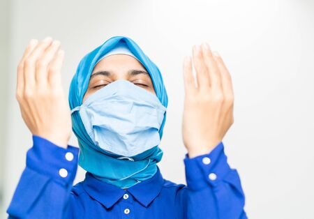 Muslim woman doctor praying for corona virus Reklamní fotografie