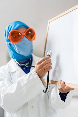 Muslim female doctor with blank whiteboard Reklamní fotografie