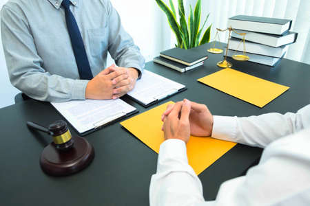 Consult with lawyers about company registration, trademark registration, criminal cases, land lawsuits, inheritance lawsuits, wills, labor.