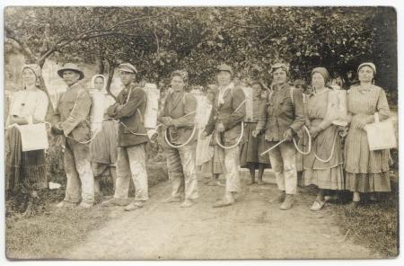 HUNGARY- CIRCA 1920: Vintage photo showing vineyard workers, circa 1920 Stock Photo - 19489014