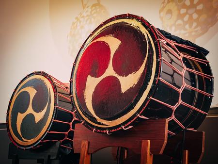 Taiko drumt o-kedo op scèneachtergrond. Muziekinstrument van Azië Korea, Japan, China