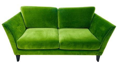 Groene bank. Zachte velours stoffen bank. Klassieke moderne divan op geïsoleerd