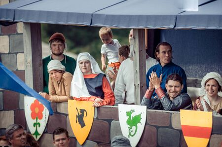 RITTER WEG, MOROZOVO, APRIL 2017: Ladies and gentlemen in medieval clothes stand in bed watching the tournament of Knights. Historical reconstruction. Redactioneel