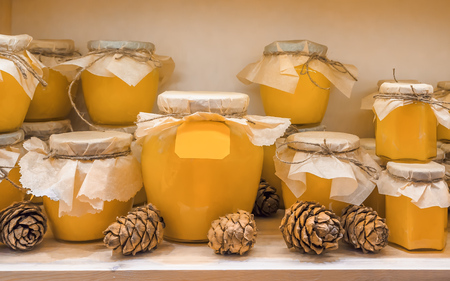 jars of candied lime honey on the shelf in shop. Sale of natural honey in market. Production of honey Banque d'images