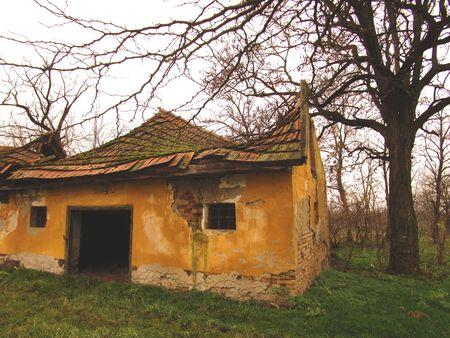 crumbling: crumbling house