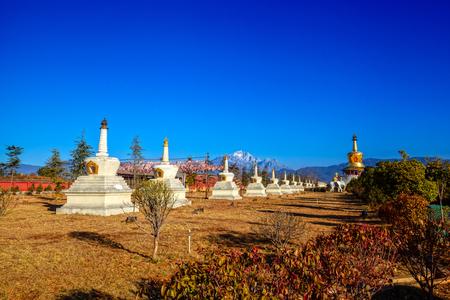 urn: Urn scenic Lijiang Editorial