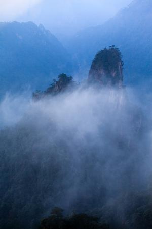 mang: Hunan Mangshan Tiantai Mountain surrounded by cloud