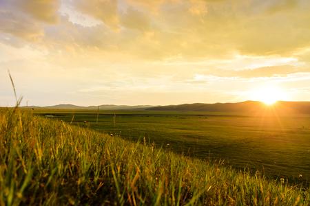 内モンゴルフルンビエモンゴル大草原の夕焼け