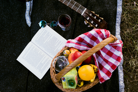 Picnic basket with fruit and juice