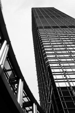 HONG KONG - SEPTEMBER 18: Hong Kong is uitgegroeid tot een centrum voor moderne architectuur als oudere gebouwen worden opgeruimd om plaats te maken voor nieuwere, grotere gebouwen op 18 september 2011 in Hong Kong.