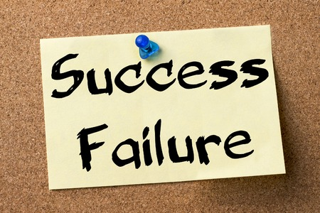 bad leadership: Success or Failure - adhesive label pinned on bulletin board - horizontal image Stock Photo